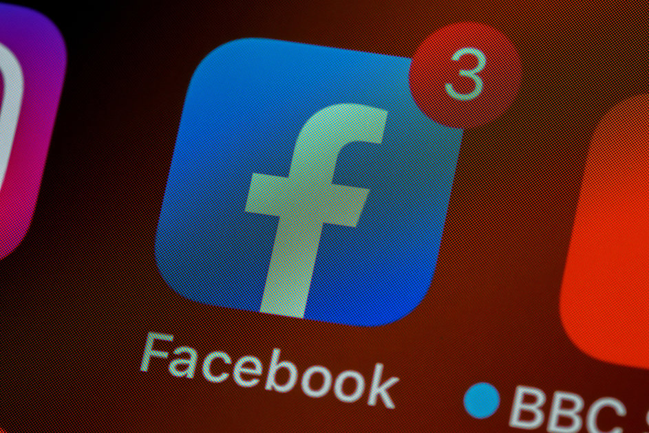 152443 apps news feature how to easily transfer facebook photos and videos to google photos image3 ruwlm9gfjt
